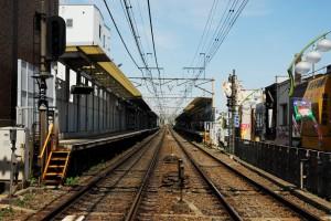 「明大前」駅のホーム(カラー)