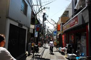 「明大前」駅付近の商店街(カラー)