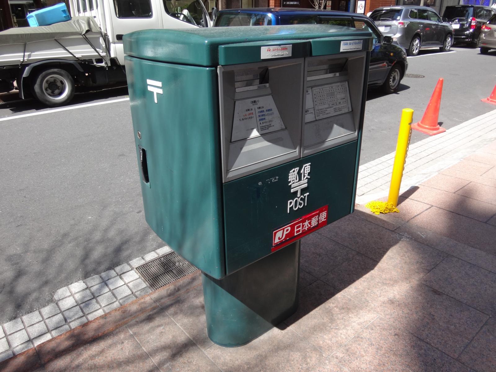 緑色の郵便ポスト