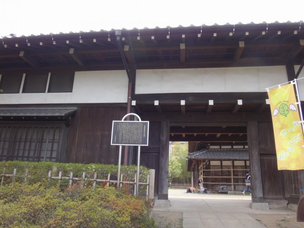旧増野製作所長屋門(1)