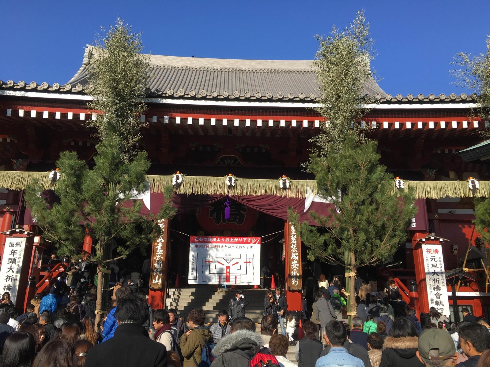 東京での初詣に、浅草寺